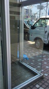 店舗大型ガラス修理