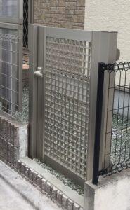 フェンスにドア取付 香芝
